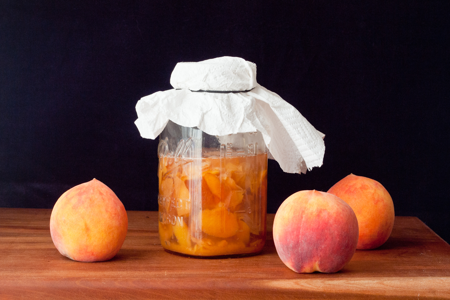 Homemade peach vinegar made from peach skins, photo by Susan Lutz 2015.
